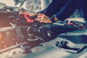 Opération de maintenance sur batterie du véhicule